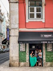 Untitled (Chang Tai Jyun) Tags: porto portugal europe people street lisboa lisbon bar couple group corner streetphotography streets streetphoto iphone iphonexs