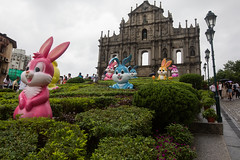 Rabbits & the Ruins of St Pauls, Macau (Geraint Rowland Photography) Tags: rabbits art plasticrabbits animals artanddesign taco wowmacao macau visitmacau macautourism chineseandportugueseculture wwwgeraintrowlandcouk tourisminmacau ruinsofstpaulschurchinmacau geraintrowlandphotographyinmacau onepillmakesyoularger andonepillmakesyousmall andtheonesthatmothergivesyou dontdoanythingatall
