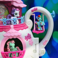 190914 jlpc 190917 © Théthi  ( 4 pics ) (thethi: pls read my first comment, tks) Tags: toys crazytuesday objet jouet pony fillette couleur enfance bokeh belgique belgium carre c4 7773214 storyenfancechildhood 8803414