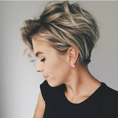 Vraiment Élégant, 15 Facile Chignons pour Cheveux Courts (votrecoiffure) Tags: 2019 cheveux coiffure votrecoiffure