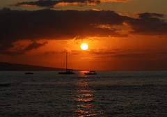 Sunset over the Pacific Ocean (Robin Wechsler) Tags: sunset landscape seascape weather maui water pacificocean boats sky clouds goldenhour