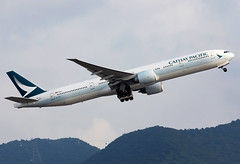 B-KQC Cathay Pacific B773 (twomphotos) Tags: plane spotting hkg vhhh departure rwy25l evening backdrop mountains climbing out cathay pacific boeing b773