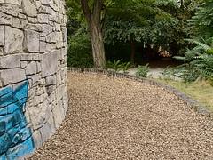 Buschkrug_e-m10_1019079125 (Torben*) Tags: rawtherapee olympusomdem10 olympusm25mmf18 berlin neukölln buschkrug spielplatz britz playground mauer wall baum tree