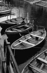Akerselva | Asahi Pentax SV (Bernt Sønvisen) Tags: woodenboat boat rowingboats river akerselva m42 pentax takumar kodakhc110 kodaktrix asahipentaxsv