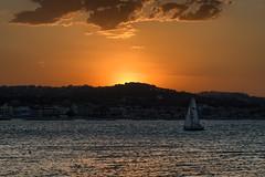 rientro al tramonro (luporosso) Tags: natura nature naturaleza naturalmente nikon nikonitalia nikond500 nuvole clouds tramonto sunset mare sea marche civitanovamarche italia italy barcaavela sailboat