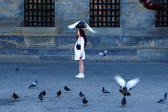 Dam Square Japanese Bird Girl (Eddy Allart) Tags: amsterdam nederland plein duiven pigeons palomas chica guapa pajaros plaza