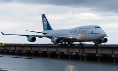 AIR NEW ZEALAND B747-400 ZK-SUH 002R (A.S. Kevin N.V.M.M. Chung) Tags: aviation aircraft aeroplane airport airlines airnewzealand boeing b747400 b747 jumbo jet queen plane spotting mfm macauinternationalairport taxiway taxiing macau