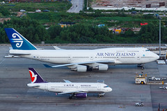AIR NEW ZEALAND B747-400 ZK-SUH 009R (A.S. Kevin N.V.M.M. Chung) Tags: aviation aircraft aeroplane airport airlines airnewzealand boeing b747400 b747 jumbo jet queen plane spotting mfm macauinternationalairport apron ramp macau