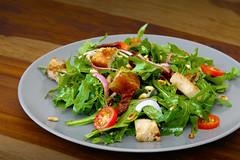 Brotsalat Mediterran (PH0T0NAT0R) Tags: salad bread mediterian breadsalad tomatoes onions rucola roastedbread
