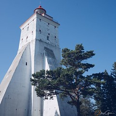 This is Kopu lighthouse - the third oldest active lighthouse in the world. Building started in 1505 - today you can also climb up.  #estonia #hiiumaa #tahkuna #enjoythemoment #lifeisgood #freedom #worldtraveler #wanderlust #exploretheworld #travelphotogra (alex.gee.photography) Tags: instagram ifttt