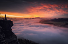 Heaven and Hell (juhwie.foto - PROJECT: LEIDENSCHAFT-LICH-T) Tags: heaven hell sky clouds elbsandsteingebirge saxony sunrise landscape landscapephotography obelisk pentax ricohimaging pentaxart autumn fog abovetheclouds germany beautifulgermany saxonyswitzerland ngc