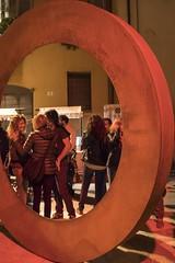 MAPPA RIMINI ... 3° contest ... n. 3 (Maria Grazia Marrulli) Tags: mapparimini3°contestn3 25°collettivainstallazionevideo savignanosifest–off10 3contest fotoverticali luoghidirimini piazzettacarlozavagli lavorareagiremuovere formareconoscereamare incontrarsiviveredivertirsi scultura uomini hommes men hombres donne women femmes mujeres ruggine notturno rimini romagna emiliaromagna italia stphotographia interno7 nightonearth imieiluoghi