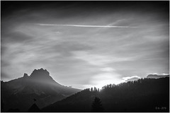 Here comes the Sun... (Ody on the mount) Tags: anlässe blackwhite canon dolomiten fototour g7xii himmel italien powershot sonnenaufgang südtirol urlaub bw blackandwhite monochrome sw schwarzweis sunrise