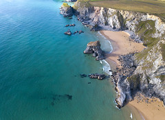#217 Bedruthan (Timster1973 - thanks for the 18 million views!) Tags: bedruthan cornwall england coast coastal beach sea seascape land landscape rocks rock water waterscape blue aqua aerial aerialphotography fly mavic drone uav quadcopter dji mavicprodrone djimavicpro up uphigh droneflying tim knifton timster1973 timknifton explore exploration perspective lookdown lookingdown color colour