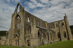 Abaty Tyndern (CoasterMadMatt) Tags: abatytyndern2019 abatytintern2019 tinternabbey2019 abatytyndern abatytintern tinternabbey abaty tyndern tintern abbey cistercianorder cistercianabbey tinternabbeyruins ruin ruins ruined cistercianabbeysinwales welshcistercianabbeys yrochrorllewinol ochr orllewino westfront west front monastery monasteries cadw welshhistory historyinwales history sirfynwy monmouthshire sir fynwy cymru wales greatbritain gb unitedkingdom uk europe july2019 summer2019 july summer 2019 coastermadmattphotography coastermadmatt photos photography photographs nikond3500