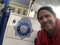 Hanging out by the Denver Police (Hazboy) Tags: hazboy hazboy1 police policia denver colorado may 2019