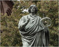 259- NICOLÁS COPÉRNICO - TORUN - POLONIA - (--MARCO POLO--) Tags: ciudades estatuas monumentos