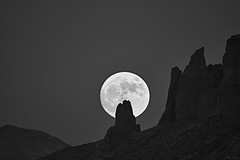 DSC05629_2 (wNG555) Tags: 2016 arizona phoenix moon fullmoon supermoon superstitionmountain 3m5amc500mmf8 bw fav25 fav50 fav100