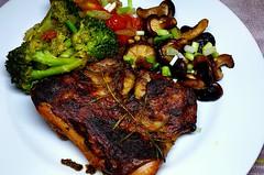 #170919 #jantar #frango #grelhado #cogumelos #brocolis #dinner #grilled #chicken #myshroom #broccolis (i cook my meals daily) Tags: brocolis jantar chicken myshroom frango broccolis grilled 170919 grelhado dinner cogumelos
