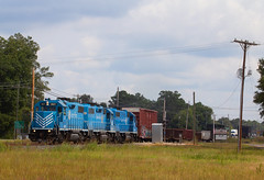 Lancaster Chester 3821 in Fort Lawn (Joseph C. Hinson Photography) Tags: lancasterandchesterrailroad southcarolina train freighttran shortlinerailroad locomotives trainengines railroad lcrailway lc3821 gp38 conrail cr8235 gp382 ns5368norfolksouthernrailway diesellocomotive trainengine locomotive hlcx3821 helmsleasing fortlawnsouthcarolina fortlawn unitedstatesofamerica