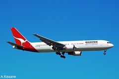 QANTAS B767 VH-OGU (Adrian.Kissane) Tags: landing arriving aviation flight flying australia sky outdoors 767 boeing airline airliner jet plane aircraft aeroplane 29118 1212009 b767 vhogu melbourne qantas