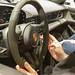 Innenraum, Lenkrad und digitale Bedienelemente im Porsche Elektrosportswagen Taycan Turbo S
