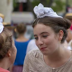 Amies (Xtian du Gard) Tags: xtiandugard portrait femme woman coiffe sourire smile nîmes france provence