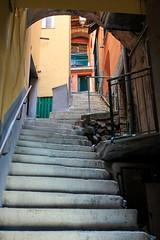 Climb (mic00l) Tags: street canon eos day shot jour été italie riomaggiore f40 6d 24105mm provincedelaspezia