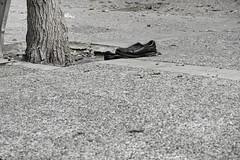 Zapatos - EXPLORE - Thursday, September 19, 2019 (Micheo) Tags: spain laportadadeunlibro elcomienzodeunanovela elcarteldeunapelicula zapatos shoes abstract blancoynegro blackandwhite story misterio imaginacion encontradoenlacalle explore ok best