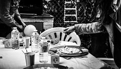 Jour de fête. (LACPIXEL) Tags: jour día day fête fiesta party babyshower échelle ladder escalera jardin garden jardín main hand mano table mesa verre glass vaso nikon nikonfr nikonfrance flickr lacpixel