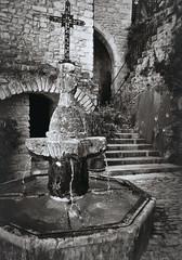 fontaine du village de Crestet... Reynald ARTAUD (Reynald ARTAUD) Tags: 2019 fin août occitanie provence dentelles montmirail crestet village fontaine reynald artaud