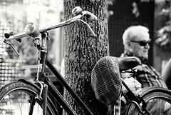 Pensione (Mango982) Tags: board elderly anziano pensione bicicletta bike bici relax riposo