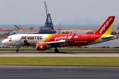 VietJet Air   Airbus A320-200   VN-A672   Revotec logos   Hong Kong International (Dennis HKG) Tags: vietjet vietjetair vjc vj vietnam aircraft airplane airport plane planespotting canon 7d 100400 hongkong cheklapkok vhhh hkg airbus a320 airbusa320 sharklets vna672