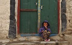 Nepal- Mustang- Lo Mantang (venturidonatella) Tags: nepal asia mustang lomantang colori colors nikon persone people gentes gente portrait ritratto bambini bambino children child porta door street strada himalaya nikond300 d300 streetlife streetscene streetphotography elitegalleryaoi bestcapturesaoi aoi