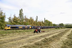 66710 Unstone 16 Sep 19 (doughnut14) Tags: 66710 rail freight diesel loco gbrf packer jna greenbrier ermewa cum tunstead wellingborough midland unstone 6m98 shed stone quarry