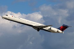 N921DN DELTA MD-90-30 at KCLE (GeorgeM757) Tags: delta md9030 b2257 chinaeastern kcle clevelandhopkins georgem757 canon70d mcdonnelldouglas takeoff 24l aircraft aviation airplane airport