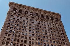 #FlatIronBuilding , #Manhattan ,  #NewYorkCity (Σταύρος) Tags: newyork 1902 landmarkedbuilding triangular facade triangularbuilding bigapple thebigapple ny nyc fullerbuilding angle design architecture flatiron flatironbuilding newyorkcity manhattan vacation vacanze