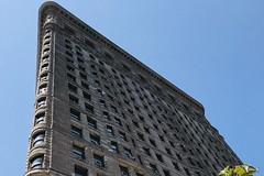 #FlatIronBuilding , #Manhattan ,  #NewYorkCity (Σταύρος) Tags: 1902 landmarkedbuilding triangular ny nyc newyork bigapple thebigapple triangularbuilding fullerbuilding angle design architecture flatiron flatironbuilding newyorkcity manhattan vacation vacanze