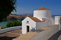 white chapel :) (green_lover (your COMMENTS are welcome!)) Tags: church lindos rhodes rodos greece architecture white travels