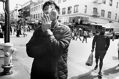 San Francisco, 2019 (Dave Glass . foto) Tags: sanfrancisco street streetphotography stocktonstreet broadway streetcorner 35mmfilm filmphotography ricohgr10 hipshot smoker kodaktmax400 rodinal