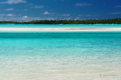 20190911-56-Water at Tapuetai (One Foot Island) (Roger T Wong) Tags: 2019 aitutaki cookislands onefootisland pacific pacificisland rogertwong sel24105g sony24105 sonya7iii sonyalpha7iii sonyfe24105mmf4goss sonyilce7m3 tapuetai blue holiday isalnd lagoon sand sea sky travel water white