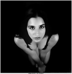 laura contre plongée n&b (villatte.philippe) Tags: laura nb contreplongée boobs tits charme sexy carré