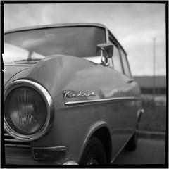 Ich träum' vom Opel Kadett (Ulla M.) Tags: analogphotography analogue analog yashicamat124g ilford hp5 ishootfilm filmshooter shootonfilm selfdeveloped selbstentwickelt homedeveloped rodinal fürstleopold dorsten oldtimertreff schwarzweis blackandwhite filmphotography filmschooter film freihand filmisnotdead tlr mittelformat mediumformat canoscan8800f umphotoart car auto oltimer zeche kadett monochrome
