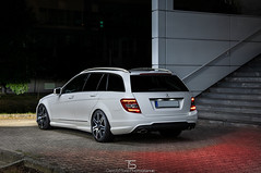 Mercedes-Benz C350 S204 (TS Cars & More Photographie) Tags: mercedes benz s204 w204 cclass cklasse kombi tmodell weis nightshot night low c350 c klasse car automobil auto lightpainting amg xenon