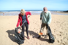 Tidying up our beaches (Tyne Rivers Trust) Tags: volunteering beachclean beach plastic pollution