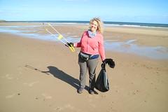 Collecting rubbush (Tyne Rivers Trust) Tags: volunteering beachclean beach plastic pollution