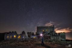 Luces en el castillo (JoseQ.) Tags: luz castillo light castle nocturna noche night iluminacion arquitectura nubes cielo sky cloud