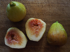FIG (murozo) Tags: white zenoa fig fruit cutting board slice akita japan イチジク 無花果 ホワイトゼノア フルーツ 果物 まな板 秋田 日本
