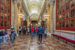 we are entering the Hermitage ... (miriam ulivi - OFF/ON) Tags: miriamulivi nikond7200 russia sanpietroburgo museostataleermitage hermitage госуда́рственныймузе́йэрмита́ж palazzodinverno museo galleria quadri museum gallery paintings people interni interior