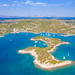 Blick auf die Insel Hinitsa mit der Halbinsel Peloponnes im Hintergrund, Griechenland